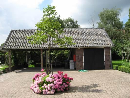Nieuwbouw kapschuur en garage Wadenoijen