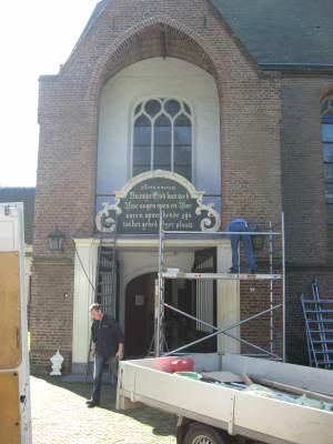 Restauratie gedachtenisbord St.maartenskerk Tiel